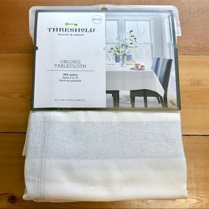 Threshold white and silver cloth tablecloth 60x104